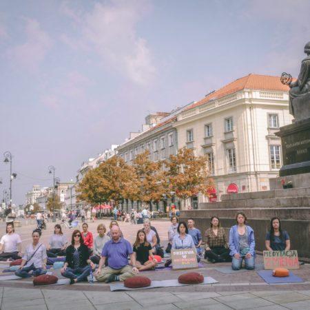 Miejska medytacja – flashmob na krakowskim przedmieściu